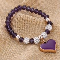 Joli bracelet violet avec ses perles strass et sa breloque en cœur assorti