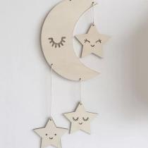 Décoration murale en bois avec sa lune et ses étoiles